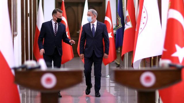 Milli Savunma Bakanı AKAR ile Polonya Savunma Bakanı Blaszczak Görüşme Gerçekleştirdi
