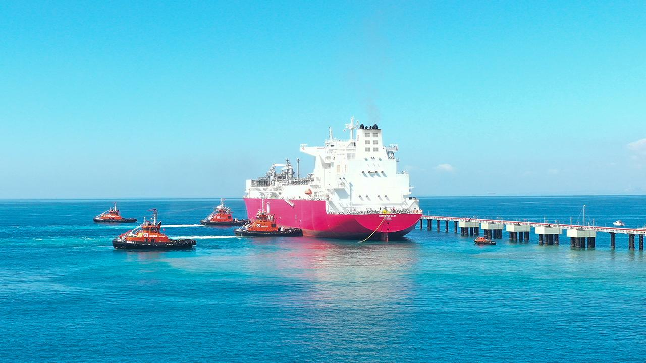 Türkiye'nin ilk FSRU gemisi Ertuğrul Gazi'ye ilk sıvı doğal gaz nakli başladı
