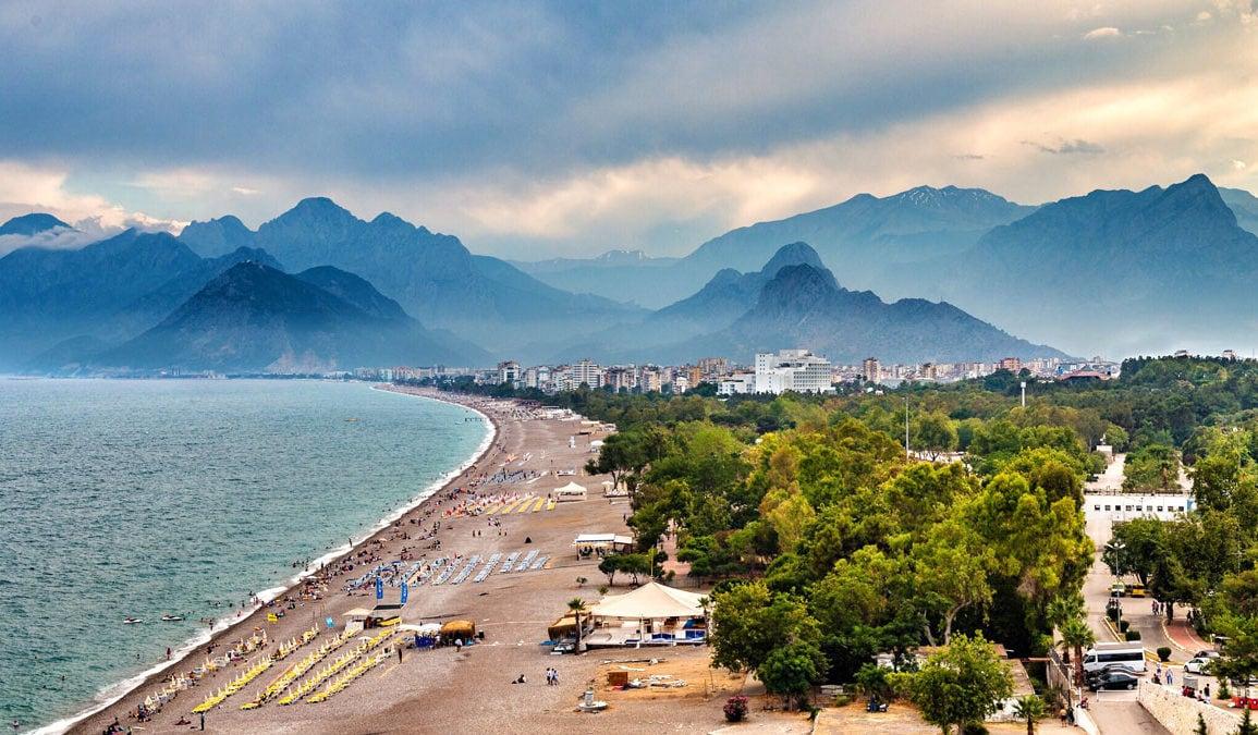 Antalya Havalimanı'na 6 ayda 1.5 milyona yakın turist geldi